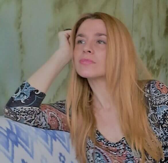 Soledad Fresno García, Adriana, presenta y continua