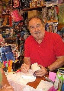 Eduardo Bartrina firma ejemplares de Stan 17 en la librería Carrascal