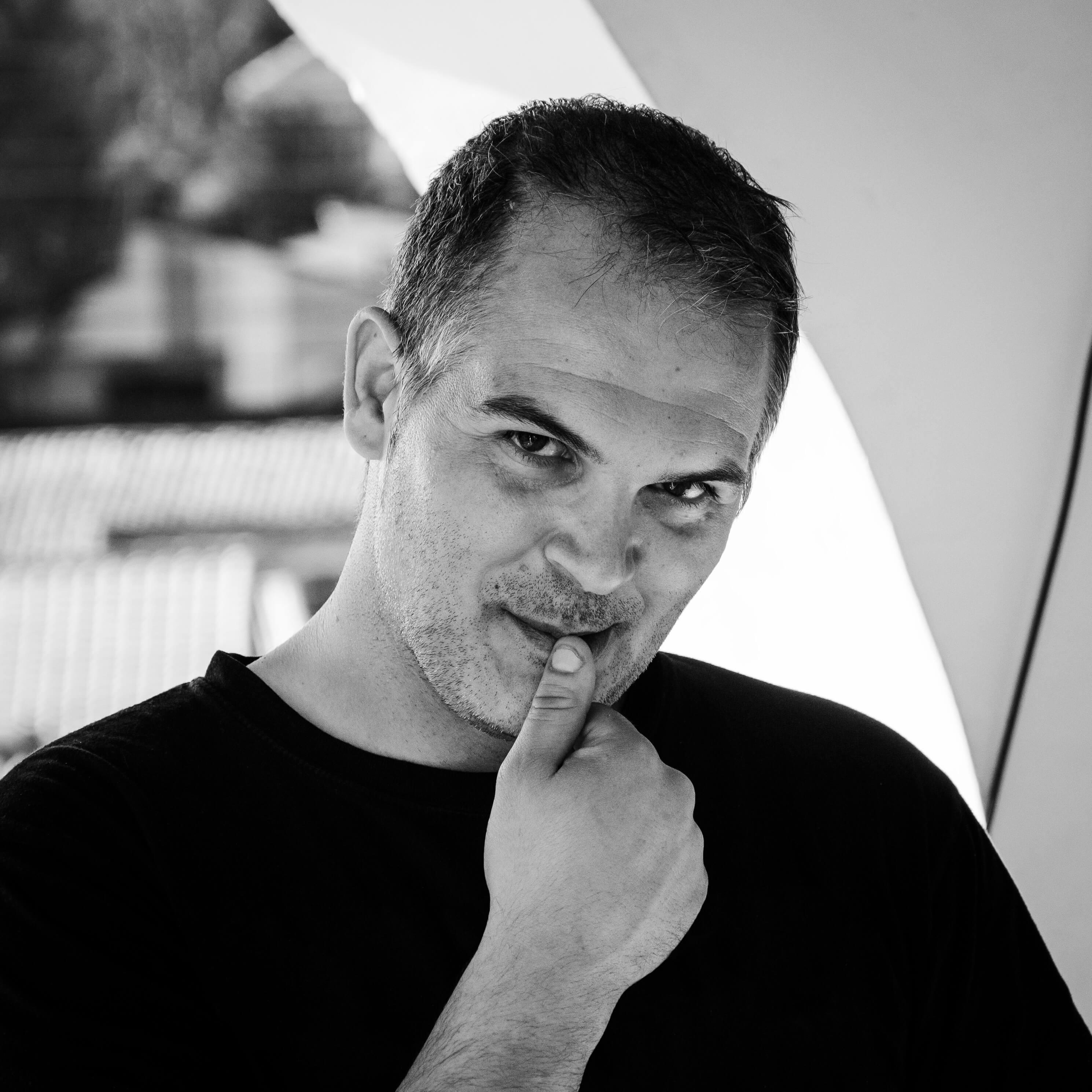 Iker Molinuevo Pérez, autor de Ediciones Atlantis