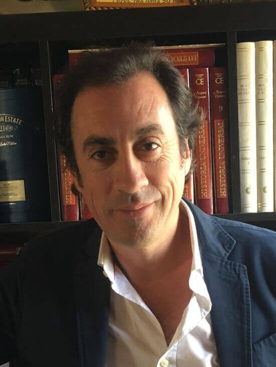 Julio Holgado, autor de Los cazadores siempre son invisibles