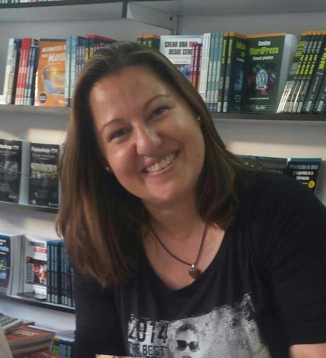 Esther Chinarro, autora de Ediciones Atlantis